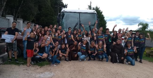 Alunos e professores voluntários atenderam crianças de São José dos Pinhais