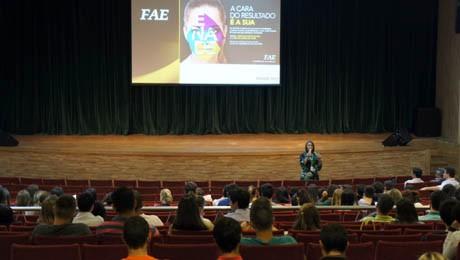 Acadêmicos da FAE, que irão realizar o Exame, participam de evento com orientações gerais.