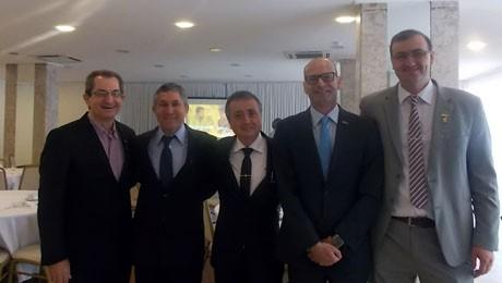 Representantes do governo municipal de Blumenau, associações e empresários reuniram-se para palestra com Gilmar Mendes Lourenço sobre o cenário econômico atual.