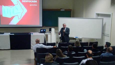 Armando Rasoto compartilha com alunos e ex-alunos como ter consciência financeira voltada a resultados.