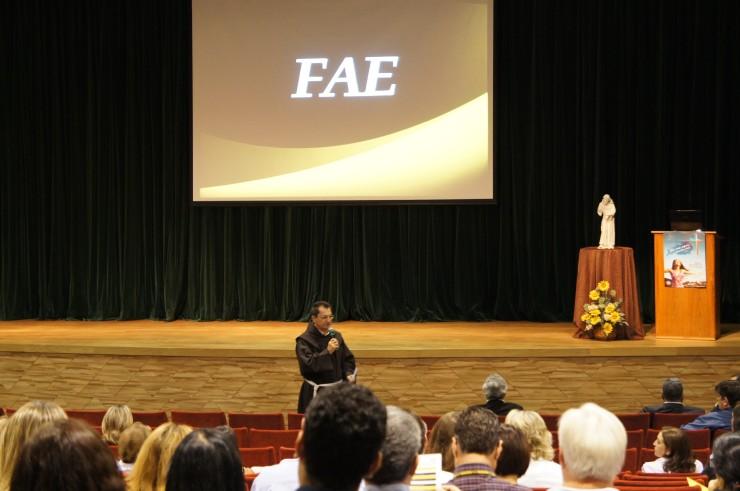 O Reitor da FAE, Frei Nelson José Hillesheim, realiza a abertura oficial do Encontro Docente 2013.