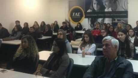 Faculdade FAE São José dos Pinhais promoveu palestra sobre relacionamento corporativo