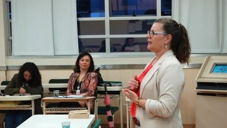 Mesa-redonda discutiu as práticas extraescolares da profissão