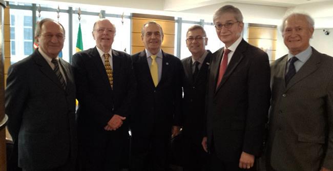 Coordenação do curso de Negócios Internacionais se reúne com representantes da China e da Ucrânia