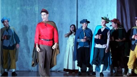 No mês de São Francisco, o grupo de teatro TAU realiza apresentações para alunos da FAE Curitiba