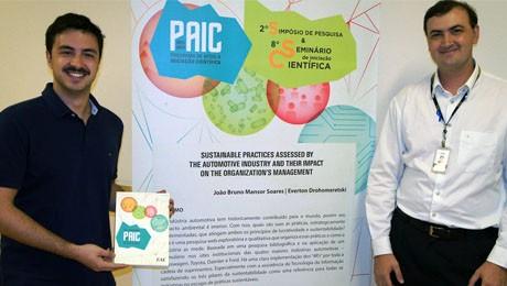 Alunos da FAE são premiados em Congresso de Iniciação Científica da PUC-PR.