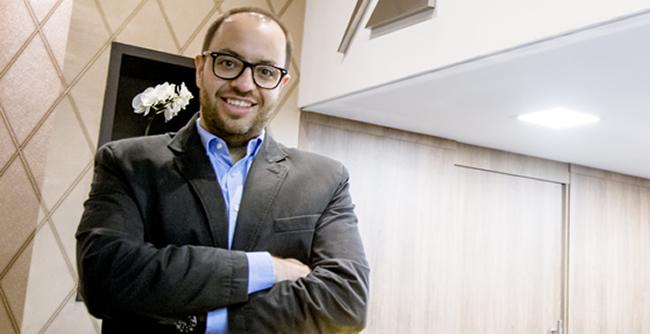 Da venda de semijoias na faculdade para o maior atacado virtual do segmento do Brasil. Conheça a história do ex-aluno Guilherme Zarpellon