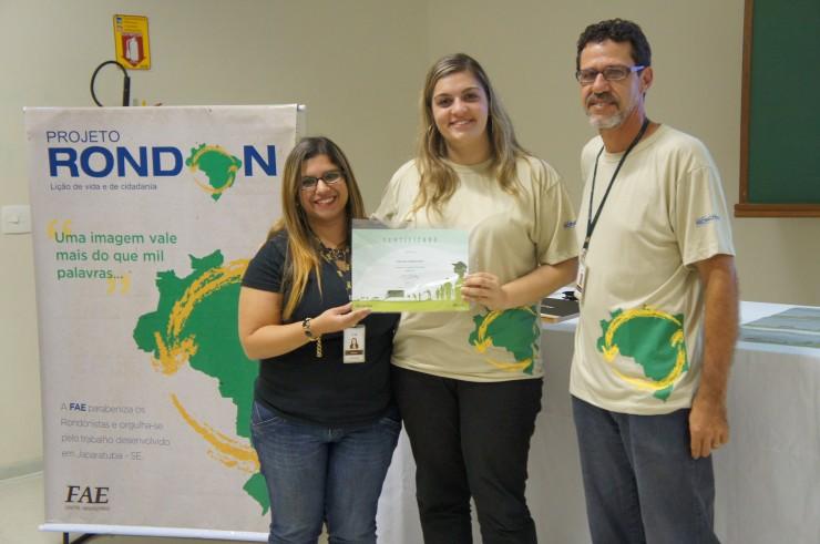 Mariana Prado Mueller (Núcleo de Extensão), Carolina Almeida Rech (Administração), Marco Antonio R. Pedroso (coordenador do curso de Design e coordenador do Projeto Rondon na FAE).