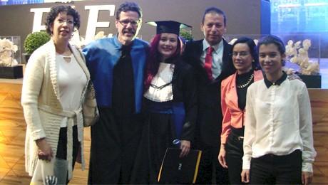 Aluna colombiana conclui primeiro programa de duplo diploma do curso de Design.