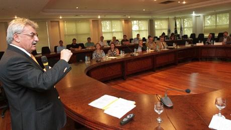 O Diretor de Pós-Graduação da FAE ministrou palestra na FIEP sobre oportunidades e ameaças na internacionalização.
