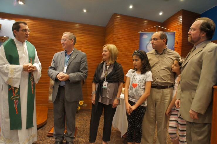 Frei Nelson José Hillesheim, Reitor da FAE, agradece a colaboração dos primeiros doadores.