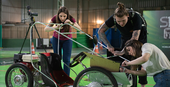 Desafio automobilístico convida alunos de diferentes cursos para colocar em prática, no FAE LAB, o trabalho colaborativo e técnicas do mercado