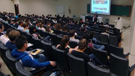 Ex-aluno FAE ministra palestra sobre como descobrir e aperfeiçoar competências.