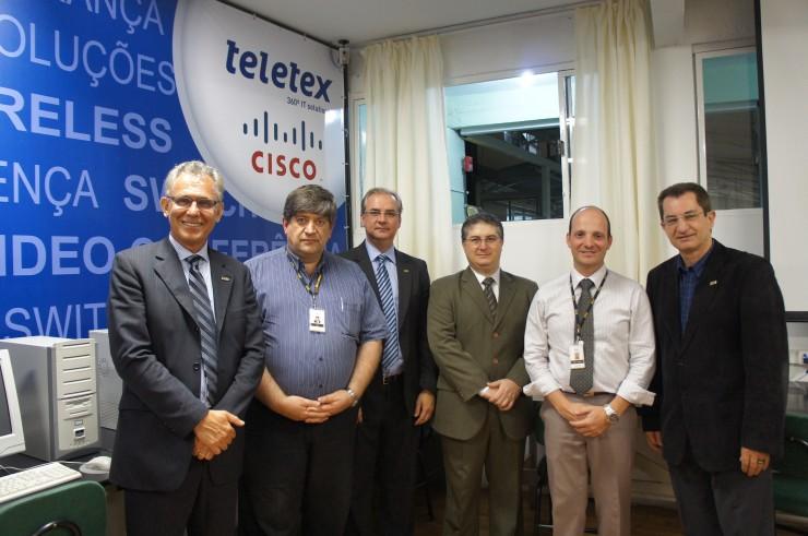 Membros da direção FAE e Teletex celebram parceria.