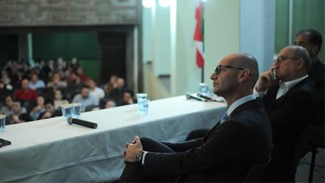 FAE Blumenau debate com economistas e empresários cenário econômico atual.
