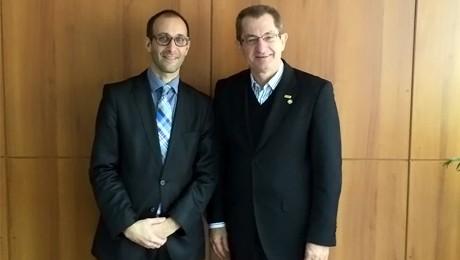 Visita de novo adido cultural estreita relações entre a FAE e o Consulado Americano.
