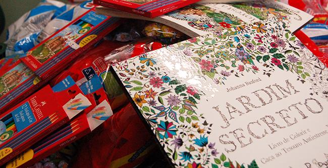 Arrecadação de doces e materiais para colorir será destinada a instituições beneficentes
