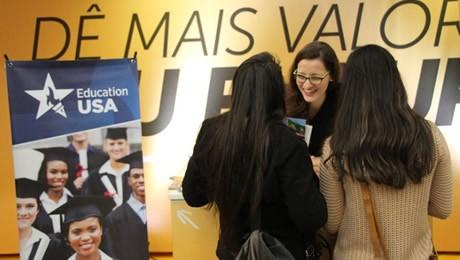 Ações do Salão do Estudante e palestra do consulado norte-americano podem auxiliar na escolha da melhor experiência educacional fora do Brasil