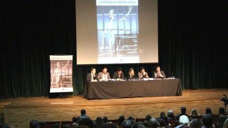 Evento, aberto ao público, reuniu especialistas no Teatro Bom Jesus
