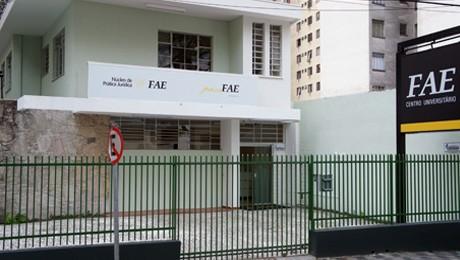 Serviço-Escola da FAE realiza atendimentos na região central de Curitiba.