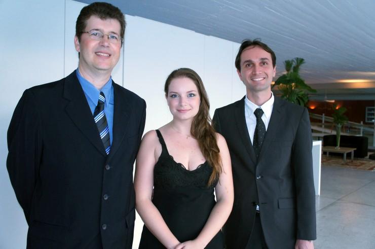 Esq-Dir: Clair Cardoso - Coordenador de Desenvolvimento e Novas Tecnologias; Daniella Biselli - Coordenadora de Web; Robson Padilha - Analista de Sistemas.