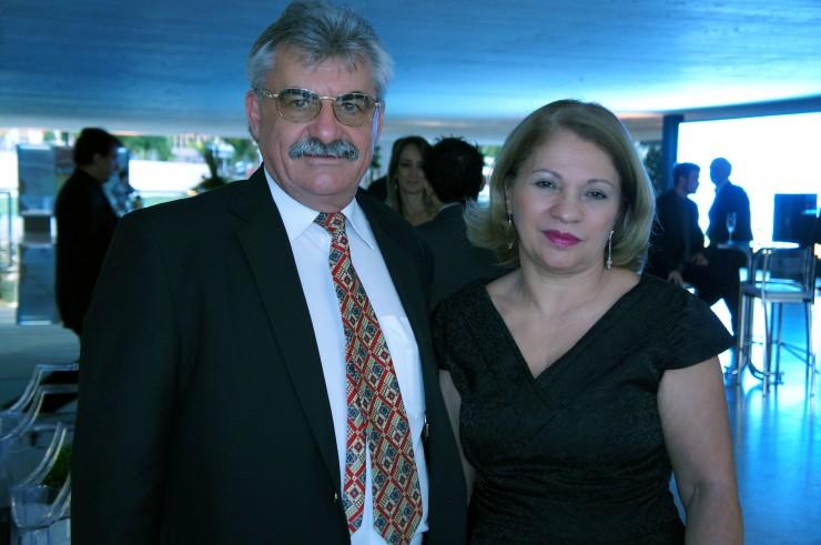 Antoninho Caron - Diretor de Pós-Graduação da FAE e Cleonice Bastos Pompermeyer - Diretora de Campus.