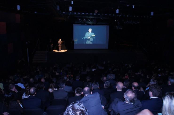 Frei Nelson José Hillesheim recebe o prêmio SUCESU 2014.