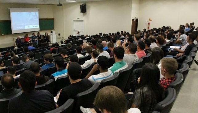 FAE reúne profissionais que atuam em diversos países para debater o tema