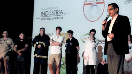 Evento promove reflexão sobre segurança viária para alunos da FAE Centro Universitário.
