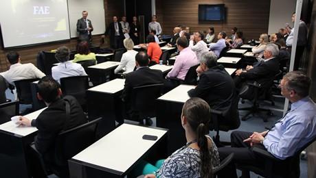 Fórum sobre os cursos de graduação reuniu representantes de mais de 40 grandes empresas