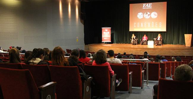 Literatura, tradução, pesquisa, educação bilíngue e outras formas de atuação foram apresentadas no Encontro Acadêmico da FAE