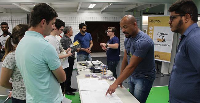 Alunos apresentam os trabalhos realizados na disciplina de Oficina de Projeto de Armazéns