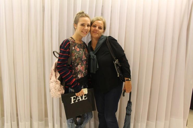 A caloura de Psicologia Heloise Caroline Oldenburg acompanhada da mãe, Bernadete Oldenburg.