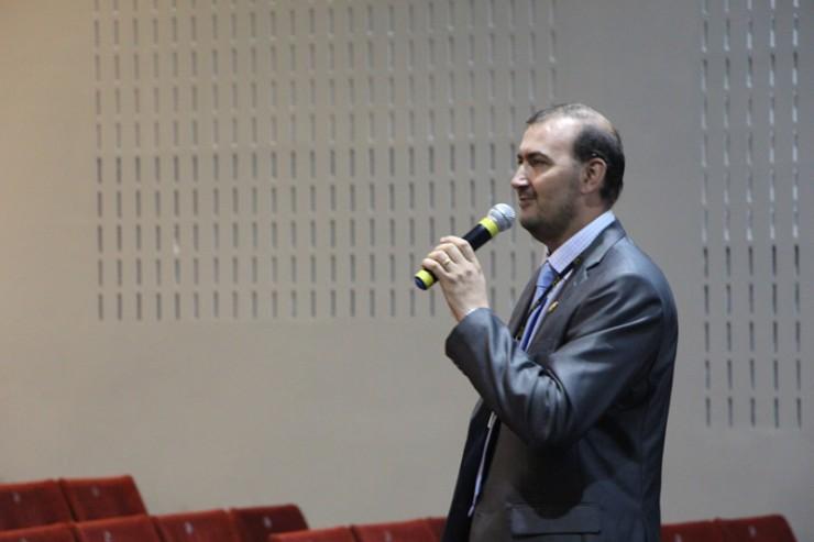 O pró-reitor Acadêmico da FAE, Everton Drohomeretski.