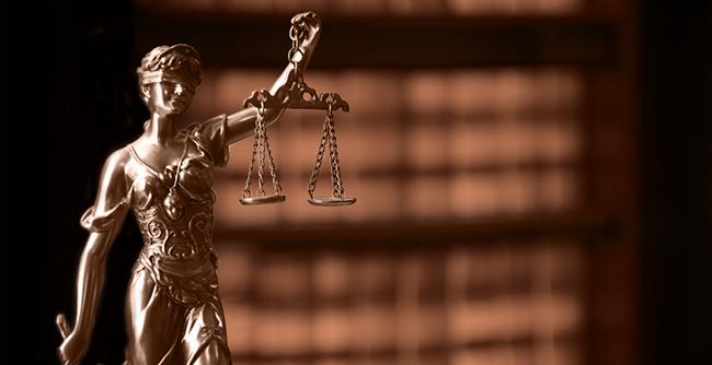 Alunos do curso de Direito podem concorrer a bolsas de estudo