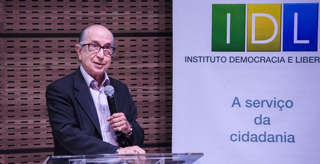 Economista Marcos Cintra esteve em Curitiba para uma palestra na FAE Business School