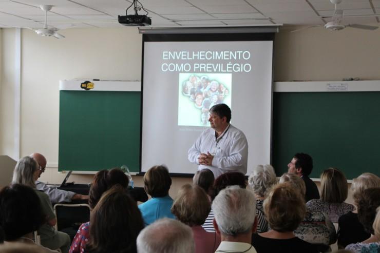 O diretor acadêmico da FAE São José dos Pinhais, Élcio Douglas Joaquim.