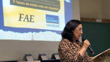 Alunos da FAE são convidados a refletir sobre a vida e participar de concurso universitário.