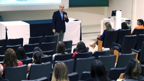 """Ontem, alunos de ADM conheceram as experiências e estratégias de RH da Itaipu. Logo mais, às 19h, """"Análise, Planejamento e Gestão de Vendas"""", para turma do 3.º período."""