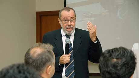 Comunicamos, com pesar, o falecimento do professor João Benjamim da Cruz Junior.