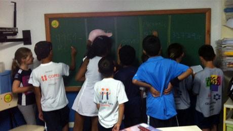 Alunas do curso de Letras trabalham em prol de um futuro melhor a pequenos atletas.