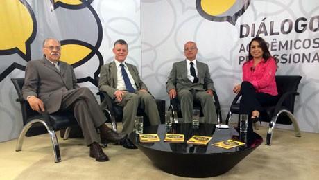 """Neste domingo, às 19h30, a CWB TV apresenta a reprise do programa sobre o tema """"Educação, criatividade e produção: sinergia para a competitividade""""."""