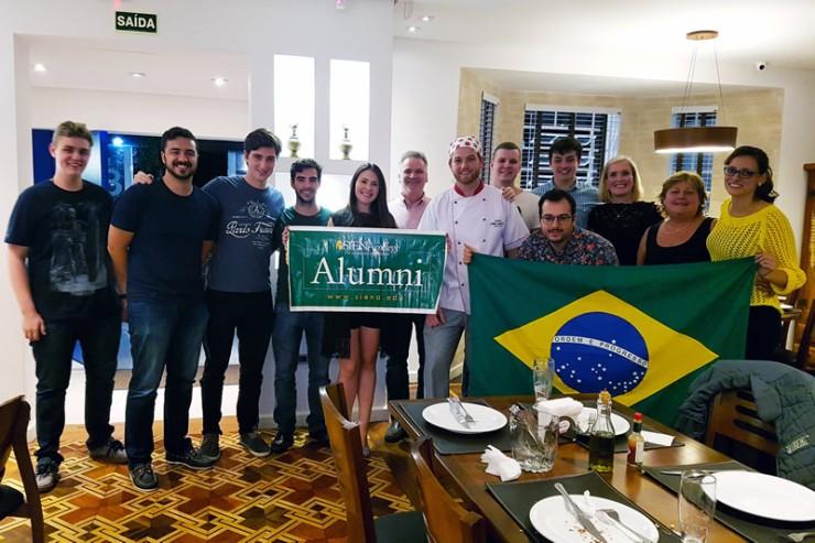 Confraternização dos ex-alunos de Siena College, em Curitiba.