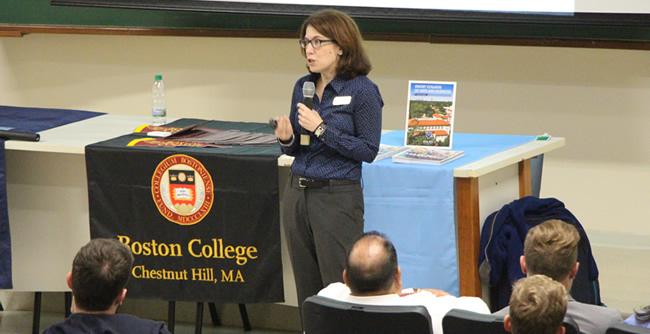 Núcleo de Relações Internacionais da FAE promoveu um bate-papo com cinco universidades norte-americanas