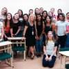 Atividade em sala de aula reúne alunas de várias gerações