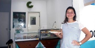Juliane Camacho, proprietária da confeitaria funcional Granolinha, conta como criou a empresa durante a faculdade