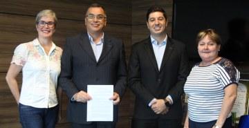Programa Santander Universidades foi renovado entre as instituições e inscrições já estão abertas
