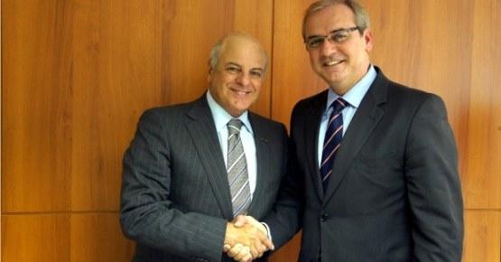 Convênio assinado com a Associação Comercial do Paraná prevê benefícios para estudantes e empresas paranaenses